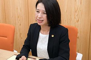 女性弁護士 新海 久美子